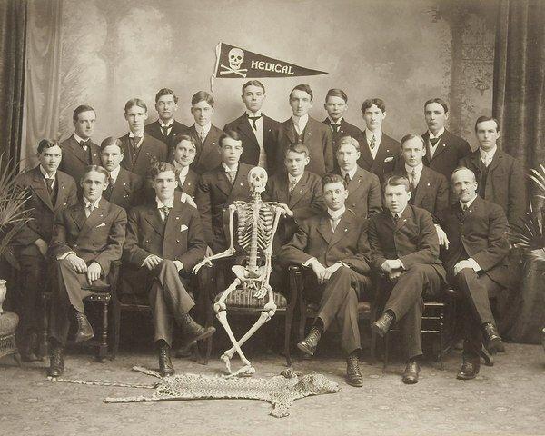 Групповая фотография студентов - медиков . 1912 год