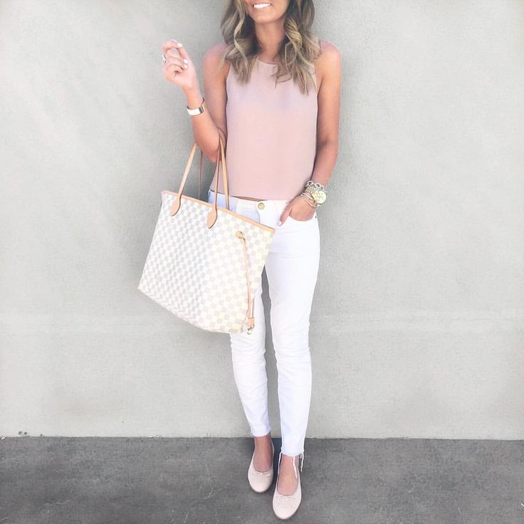 Blush & white spring outfit with Louis Vuitton Neverfull tote bag