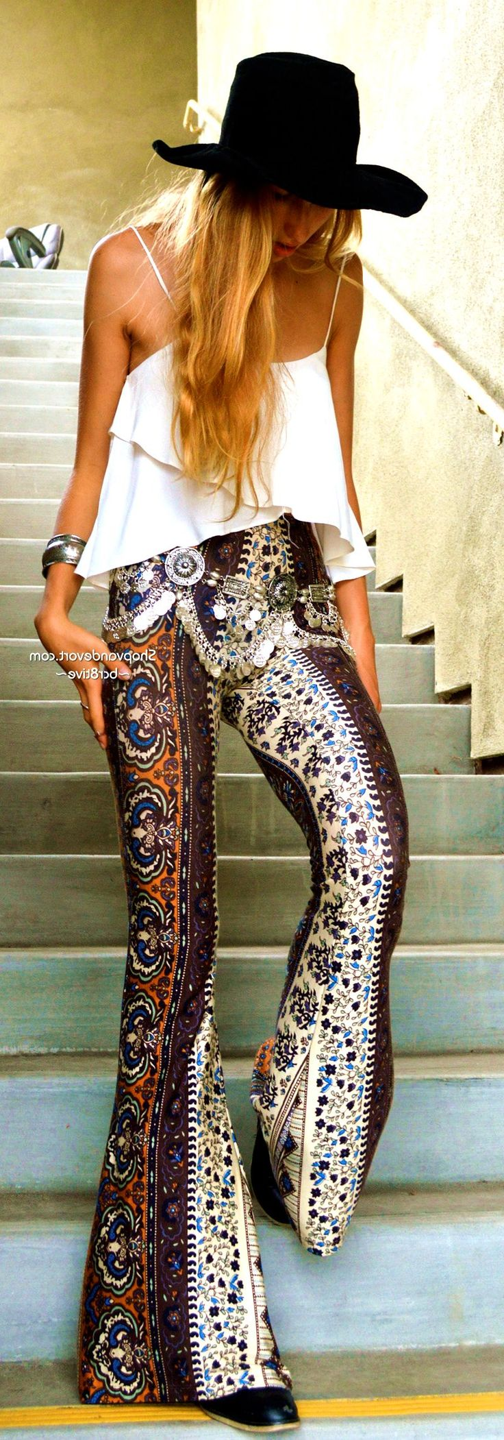 35 Boho Pants Outfit Ideas For That Hippie Chic Boheme Vibe #boho  #pants #style #outfit #summer #harem