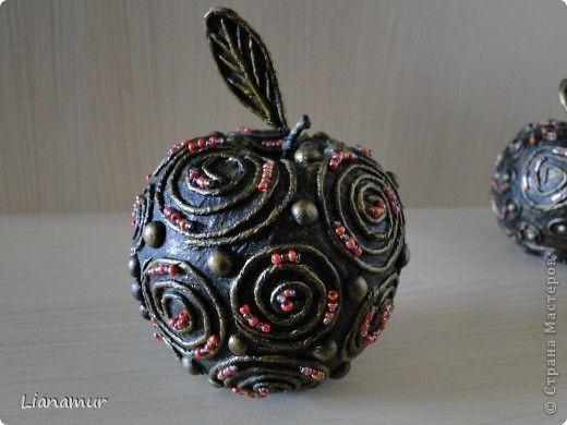 Декор предметов Аппликация из скрученных жгутиков Яблоки бывают разные и груши Бисер Клей Краска Салфетки фото 6