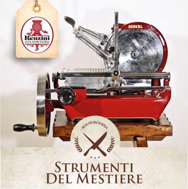 L'AFFETTATRICE: questo strumento nacque grazie all'inventiva di un macellaio olandese, Wilhelm Van Berkel, che a fine '800, non sopportando le lamentele della propria clientela che voleva fette più regolari, ebbe l'idea geniale di unire una grande lama circolare ad un volano azionato manualmente. Dopo vari tentativi aprì la sua prima fabbrica di affettatrici nel 1888. Il successo fu tale che Van Berkel decise di aprire nuove fabbriche in tutta Europa, attive ancora oggi.