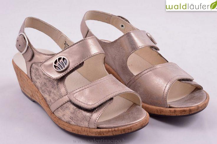 Waldlaufer női telitalpú szandál, kivehető talpbetéttel kerül forgalomba! A lábfejnél tépőzárral rögzíthető a pántja patenttal.  http://valentinacipo.hu/waldlaufer/noi/bezs/szandal/141895940  #waldlaufer #női_szandál #Valentina_cipőboltok