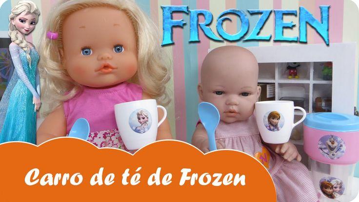 En Mundo Juguetes vamos a jugar con el carrito de té de Frozen. La muñeca bebé Lucía invitará a su prima Nenuco Sofía a tomar té, ya veréis que bien se lo pasan.   Estupendas aventuras de bebés Nenucos en español para niñas a partir de tres años.  ¡Diviértete con este vídeo en Mundo Juguetes, tu canal de vídeos de juguetes en español!