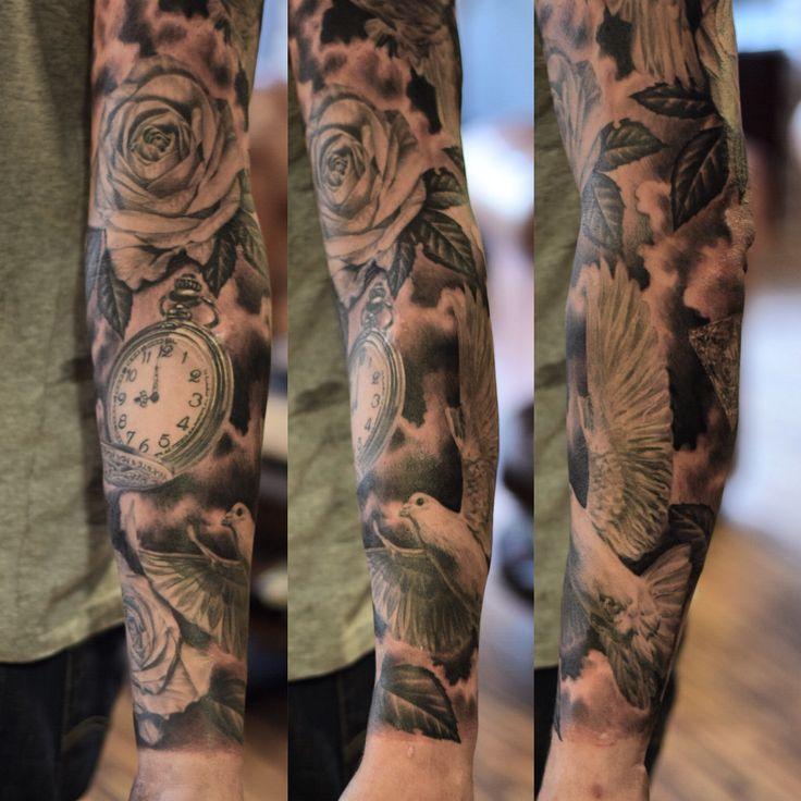 tattoo tatuering tatuerare tatueringsstudio  stockholm sundbyberg ros klocka fickur duva gråskala