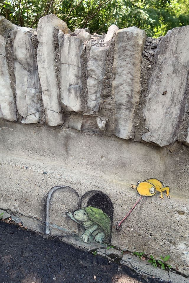 """David Zinn - 8/12/216 - """"Ding Frog Ditch"""" - chalk, charcoal and kneaded eraser on concrete bridge, Detroit Zoo"""