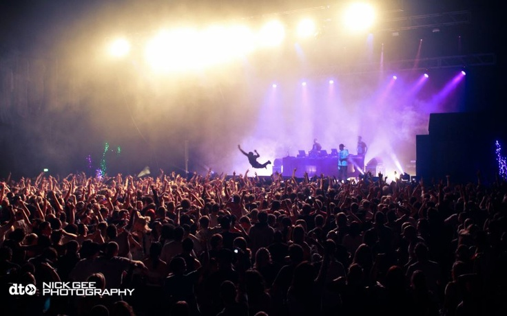 R&V SOUNDCHECK 2011 - Benga stage diving during the Magnetic Man set!