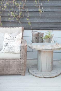 Recyclez des bobines de cable en bois pour créer des tables fantastiques.  Créez…