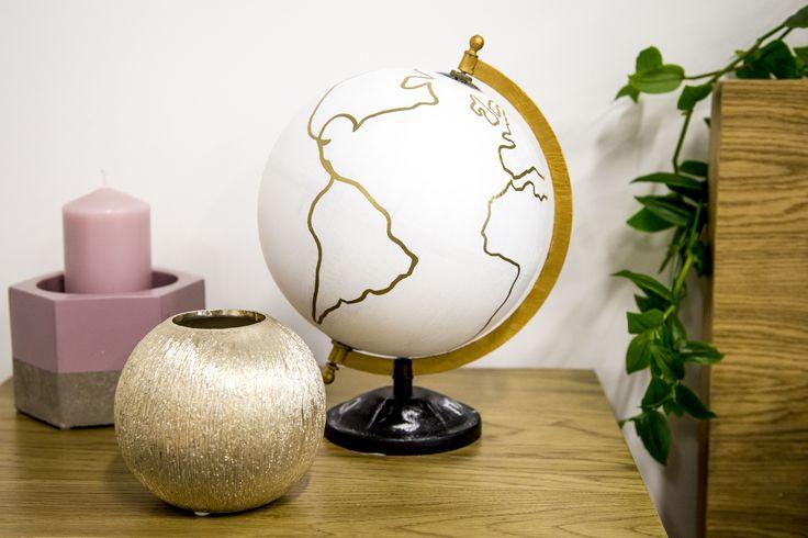 À l'occasion de la rentrée, on vous explique pas à pas comment faire un adorable DIY globe terrestre blanc et doré, parfait pour décorer son bureau !