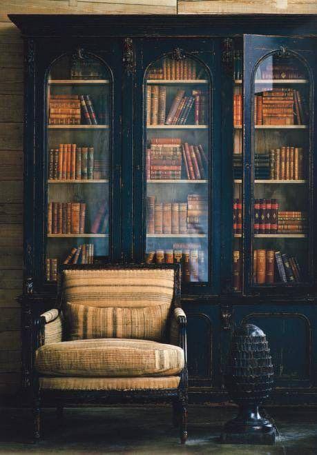 Les Fantômes n'ont rien à dire, à part que... — iceinsummer: Lots of lovely old books in...