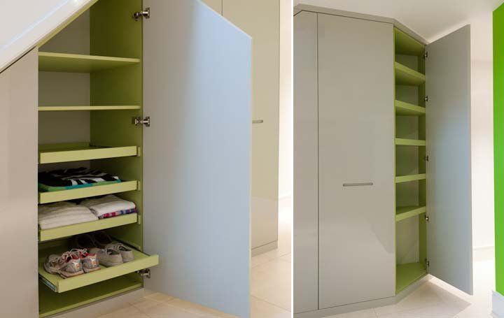 Under stairs storage system with recessed handles lime for Ideen ankleidezimmer