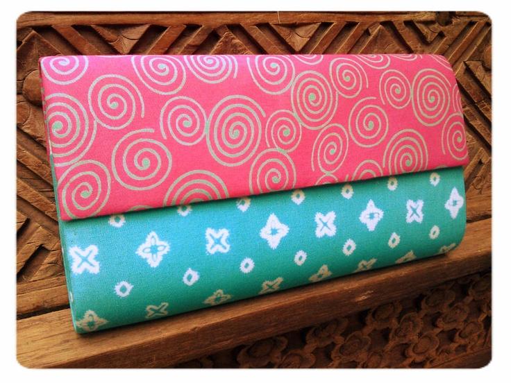 Batik bag, Indonesia. Stamped batik spiral fabric + stamped batik jumputan fabric.    #clutchbag #clutch #batikbag #indonesia #ethnicbag #traditional #batik