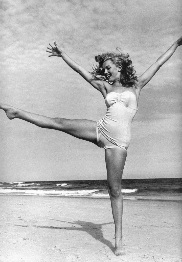 Marilyn Monroe, June 1949 | i love this photo because of the happy and carefree vibe, and her body is perfect as it is