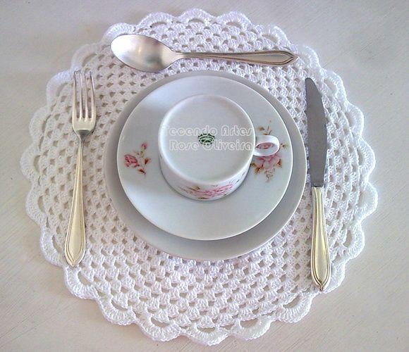 Sousplat com linha de algodão com ótimo brilho e qualidade. Faço em outras cores por encomenda. Peça com material de primeira! 34 cm de diâmetro R$ 29,00