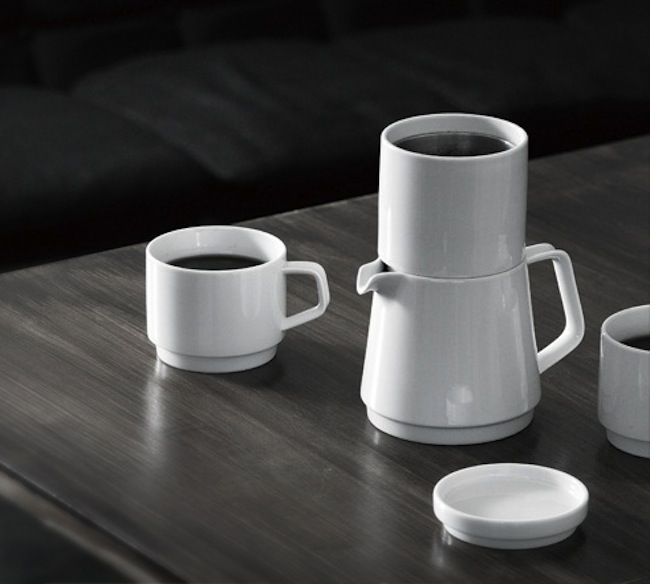Design | ombiaiinterijeri The Faro Mug designed by Kosei Shirotani for Kinto is an elegant solution for those who find it wasteful to put on a whole pot of coffee for just a single serving.