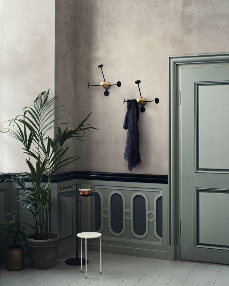 Nicht nur schön, auch super praktisch! Die Gubi Mategot Coatrack Kleiderhaken spenden Platz für die Jacken von dir und all deinen Freunden: http://www.flinders.de/gubi-mategot-coatrack-kleiderhaken