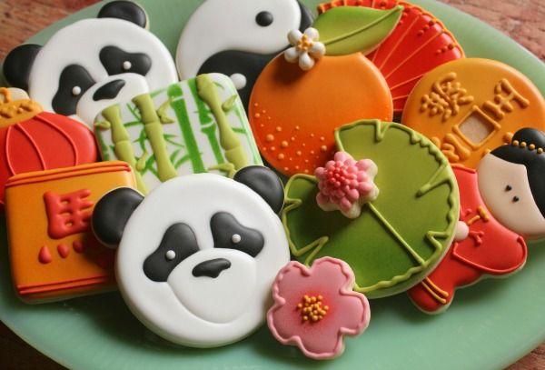 Panda Cookie Platter for Chinese New Year |  http://www.sweetsugarbelle.com/2014/01/panda-bear-cookies/
