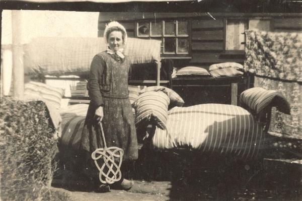 Voorjaarsschoonmaak, circa 1925.