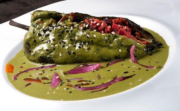 Receta de Chiles Rellenos de Marlín Ahumado con Salsa de Cilantro #RecetasDeRestaurantes #QueremosComer RestaurantesDF