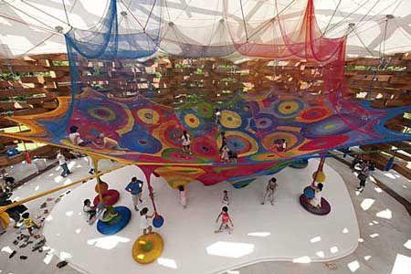 Columpios de crochet: interacción infantil con el arte