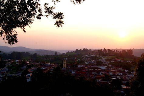 Vista desde ALTO DE LA CRUZ, Salento.  http://pertodomundo.com/tag/salento/