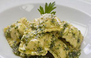 Ravioloni ricotta e spinaci al pesto di pistacchi
