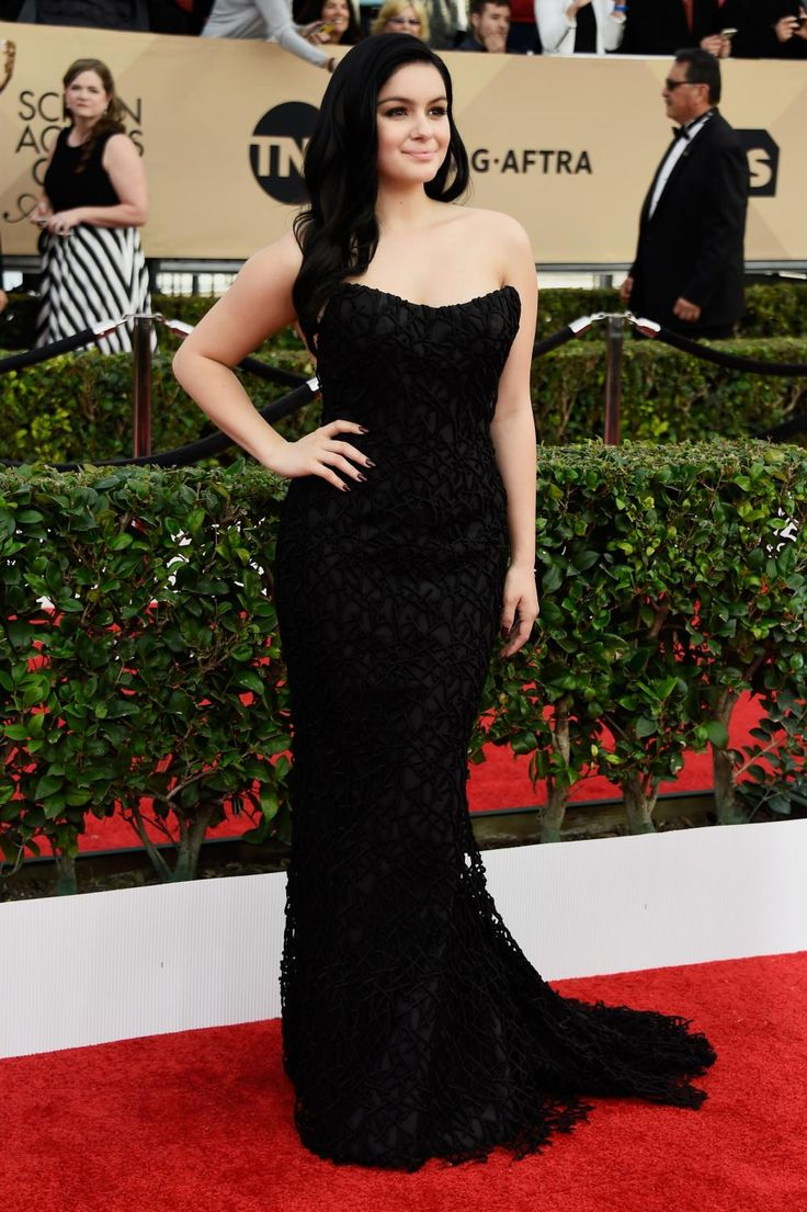 Ariel Winter in Romona Keveza.