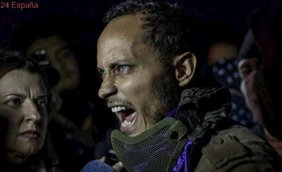 Reaparece en una marcha opositora el piloto de helicóptero que atacó el Supremo venezolano