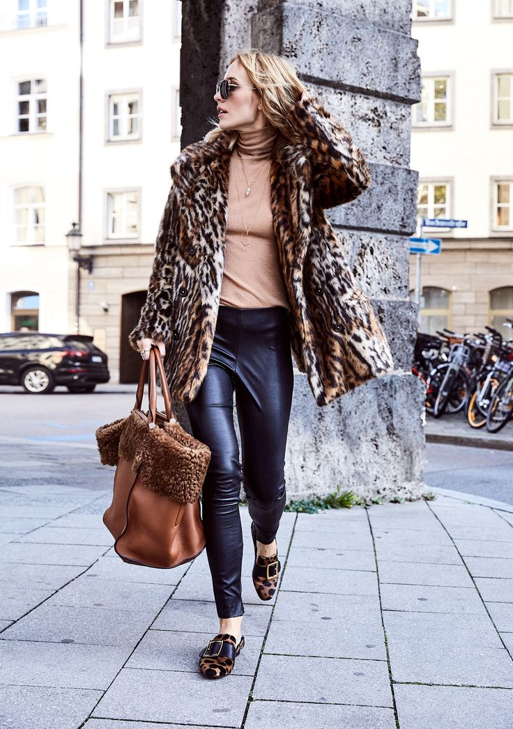 How daring are you? Enough to go full-on leopard print with an oversized teddy tote and skinny leather pants?!? - You should: winter is too long to be tame 🐯🦁 Raawrrr | @glamometer @ralphlauren @maxmara #ootd