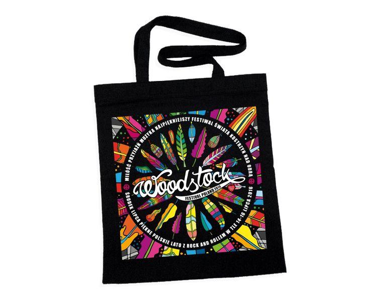 Bawełniana, czarna torba z uszami. Posiada barwną grafikę znaną już z kolekcji t-shirtów. Wewnątrz znajduje się mała kieszonka zapinana na suwak, podobnie jak cała torba.  Idealna na letni czas, bardzo…