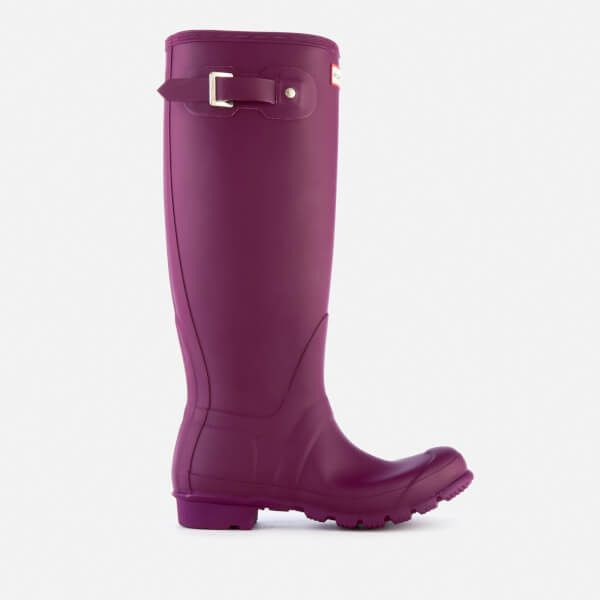 Hunter Women's Original Tall Wellies - Violet (76.760 CLP) ❤ liked on Polyvore featuring shoes, boots, purple, knee high rain boots, wellington boots, knee high boots, purple rain boots and high boots