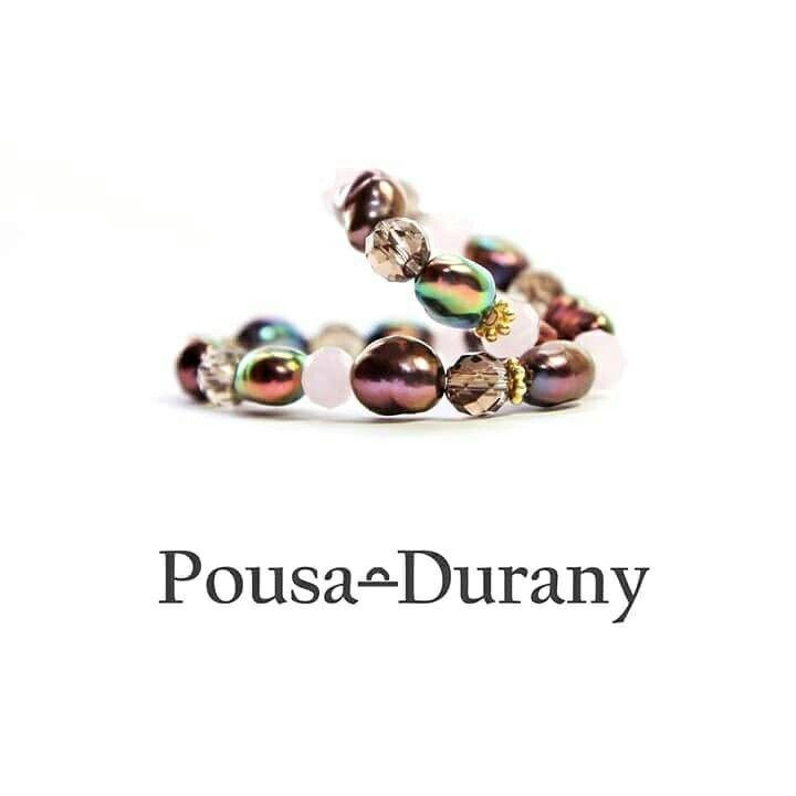 La perla es considerada el emblema esencial de la feminidad. Es el símbolo de la amabilidad, de la lealtad y de la justicia.Tiene el poder de absorber la energía negativa y generar sensación de paz. Indica inocencia, pureza y modestia.