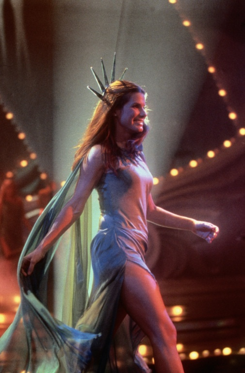 Sandra Bullock (as Gracie Hart) in Miss Congeniality (2000) ... she is soooo prety
