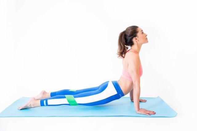 6 esercizi di stretching da urlo per avere un vitino da vespa -cosmopolitan.it