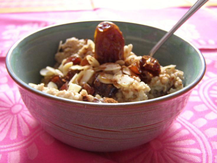 Cinnamon maple syrup porridge - yummy vegetarian brunch breakfast recipes - https://sustainableresponsibleliving.com/2017/12/09/5-vegetarian-breakfast-ideas-for-lazy-mornings/#more-207