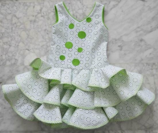 El proceso de fabricación del traje de flamenca es artesanal. Traje de gran calidad y diseño con las mejores garantías.  www.ckcomplementos.es