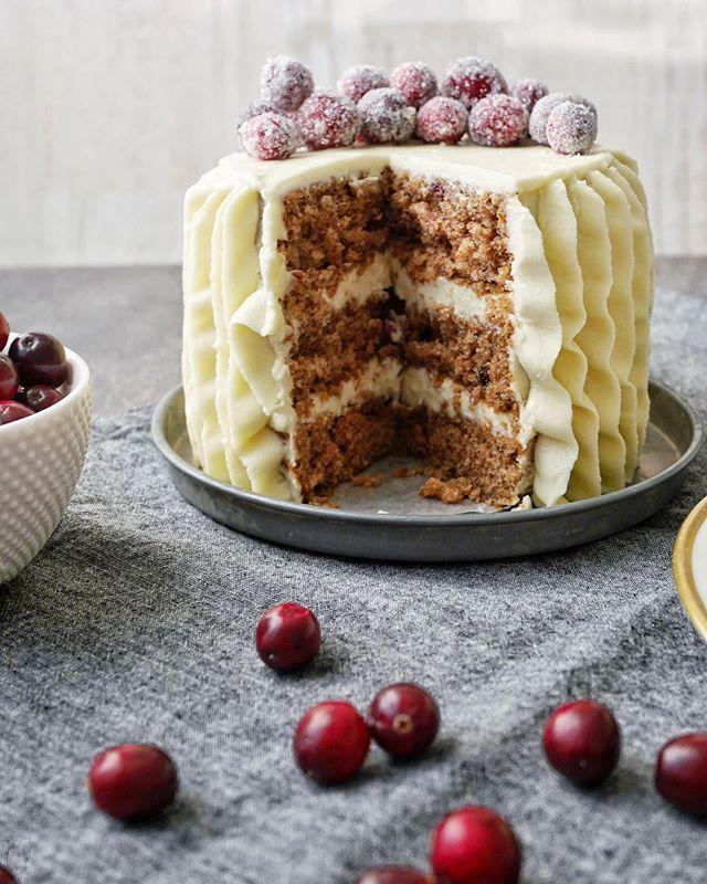 Mjuk pepparkakstårta med cream cheesefrosting. Receptet finns nu på bloggen! Gingerbread cream cheese layer cake