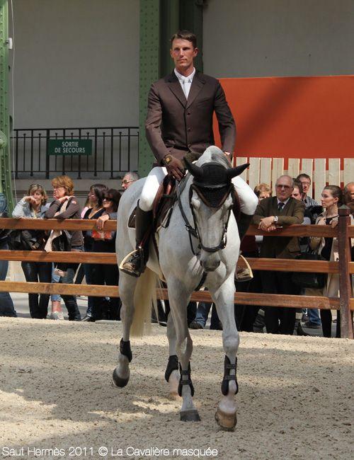 Saut Hermès 2011 -  Kevin Staut (Silvana de Hus) au paddock avant le Prix du Grand Palais.
