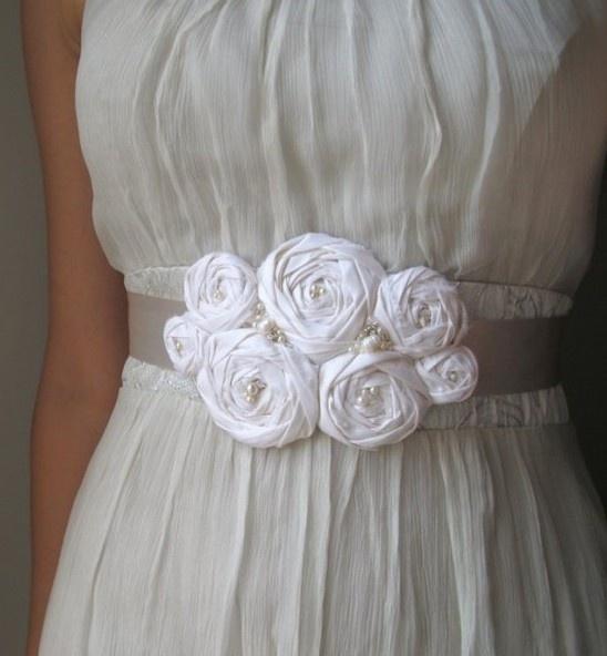 Cinturón con flores de tela.  Precioso...