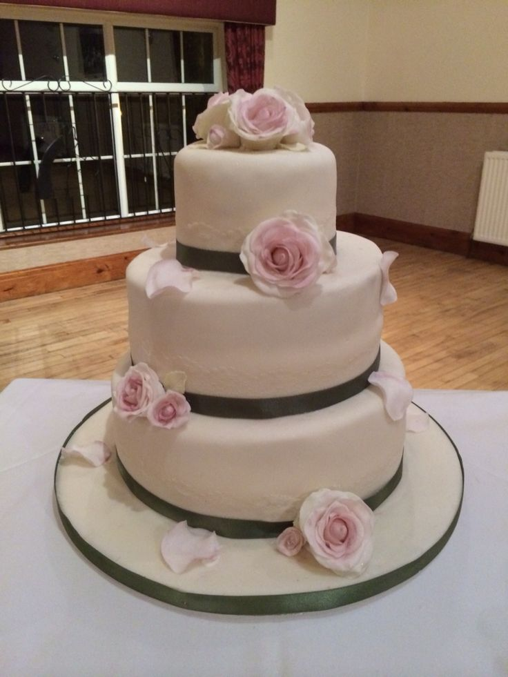 Simple vintage style wedding cake with hand made garden roses