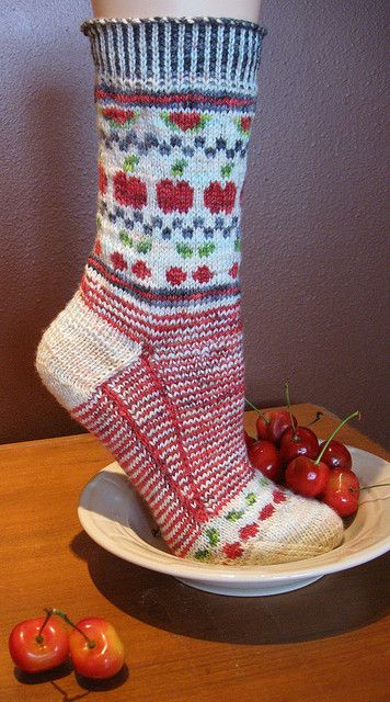 3 Strand Cherry Sock by YarnLove Free pattern for limited time ... Go to http://pinterest.com/DUTCHYLADY/share-the-best-free-patterns-to-knit/ for more than 1500 FREE patterns to KNIT