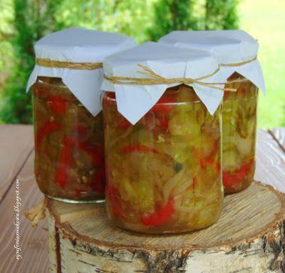 SYMFONIA SMAKOWA blog kulinarny: Sałatka z ogórków, papryki i cebuli w occie - przetwory na zimę.