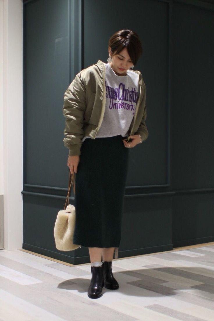 【リバーシブルボアMA-1】 メンズライクなMA-1に、スウェットでカジュアルになりすぎないよう、女性らしいアイテムのタイトスカートを合わせました!  ( 身長:157cm 着用サイズ: アウターS / シューズ37 その他全てFサイズ )