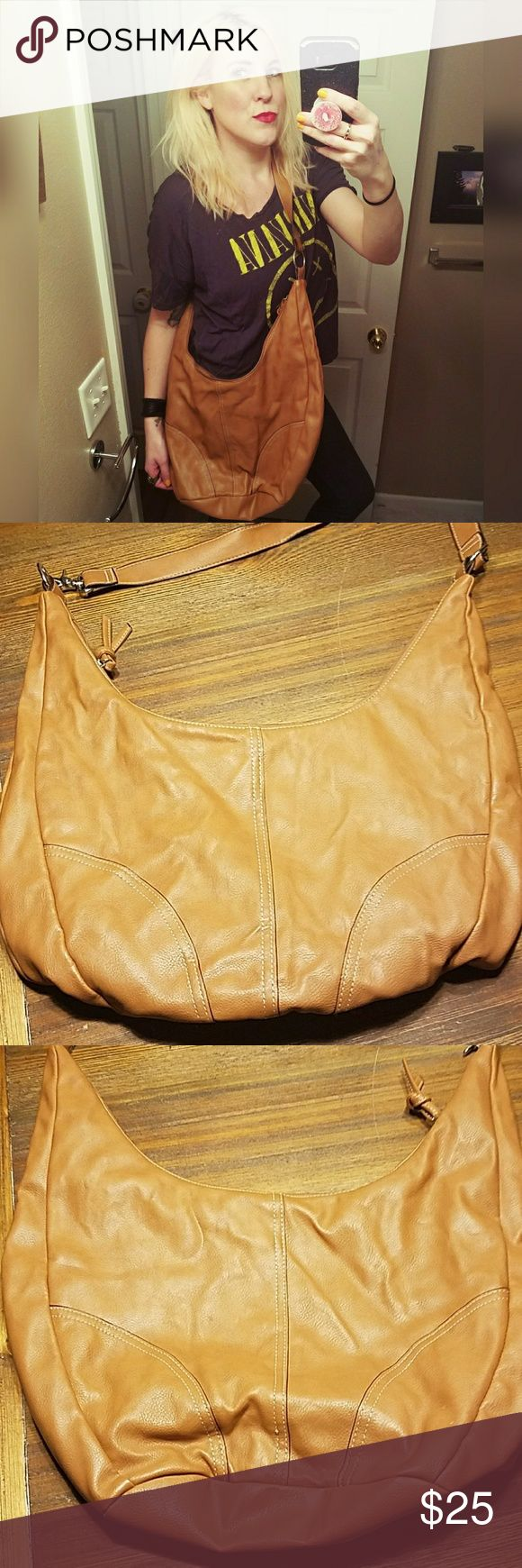 """Super cool, OLD NAVY, faux leather, slouchy bag! Looks great dressed up or down. Zipper closure. Some staining on lining. Tiny spot on one side. Haven't tried to clean. 17.5"""" wide. 11"""" tall (at middle). 20"""" handle drop. Old Navy Bags"""