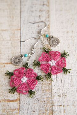 oya needle made lace earring (Motif)