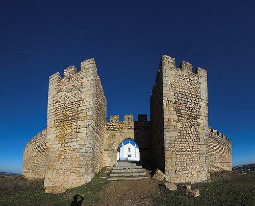 Castelo de Arraiolos. Arraiolos, Alentejo, Portugal. (Photo: Filipe Oliveira). #alentejo #visitalentejo #portugal #visitportugal #castelodearraiolos #arraiolos #travel
