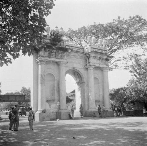 Amsterdam Gate, 1946