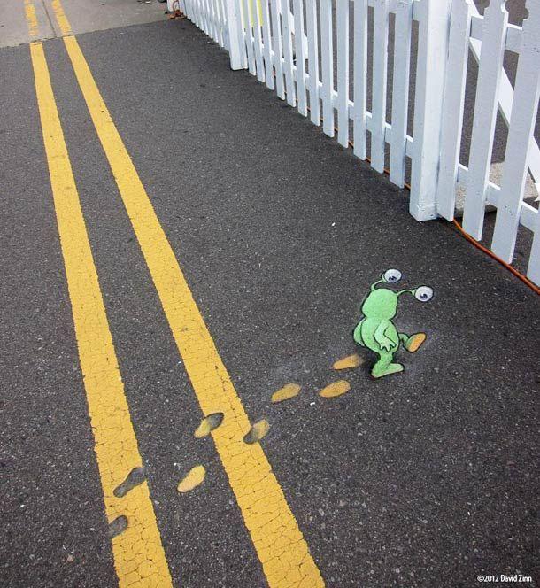 David Zinn met en scène Sluggo, un petit personnage vert, et ses amis dans des situations très mignonnes à travers les rues