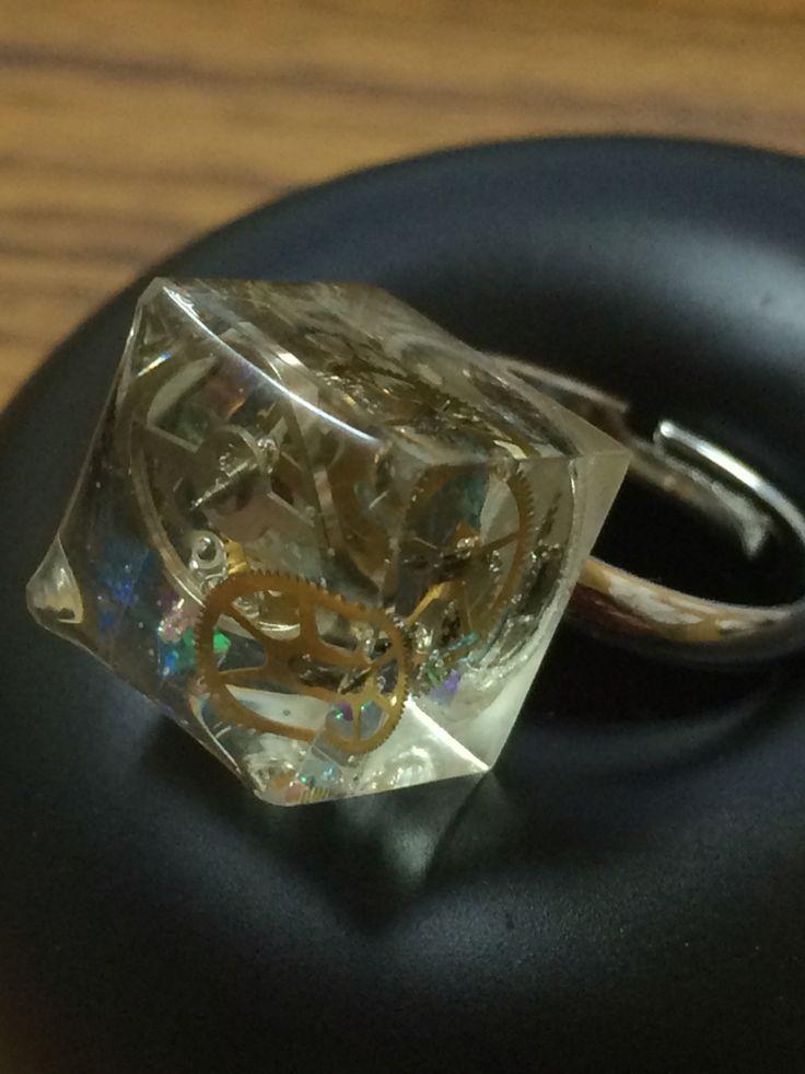 歯車のパーツで指輪を作って見ました。resin作品