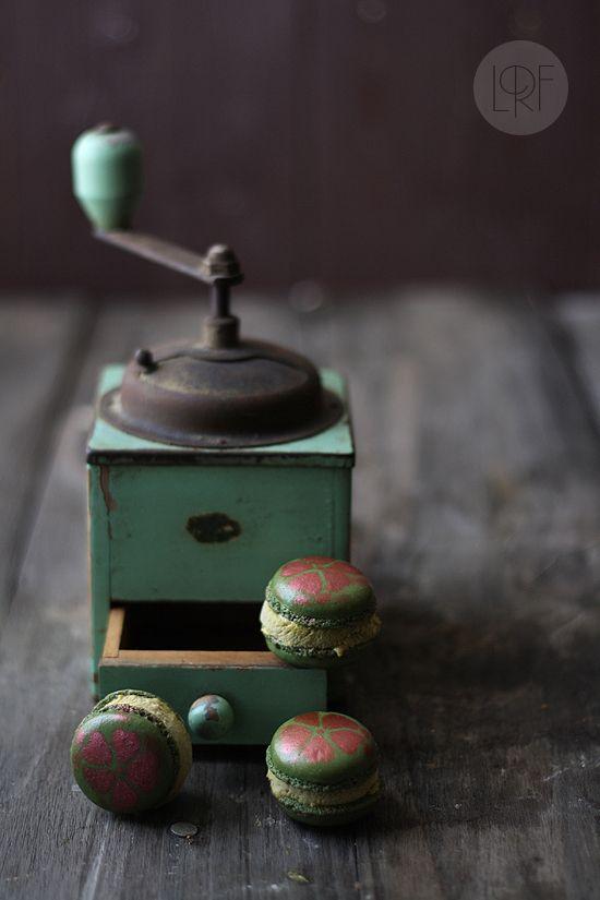 Macarons with Pistachio Ice Cream