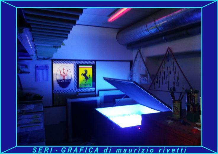 SERI-GRAFICA di maurizio rivetti Preparazione telai serigrafici in camera oscura